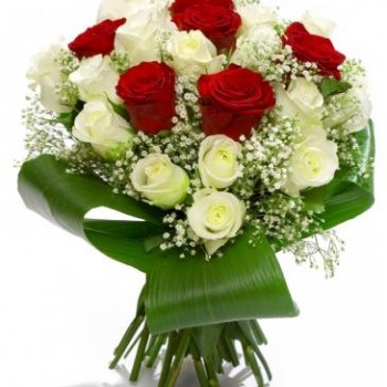 Bouquet of red and white roses 40 cm with greens