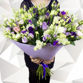 Huge bouquet of Lisianthus